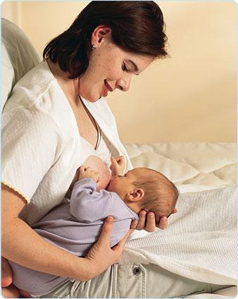 شیردهی به نوزاد به روش توپ فوتبالی
